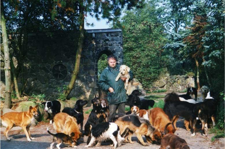 Bild Züchter Schiener mit Urlaubs-Hunden